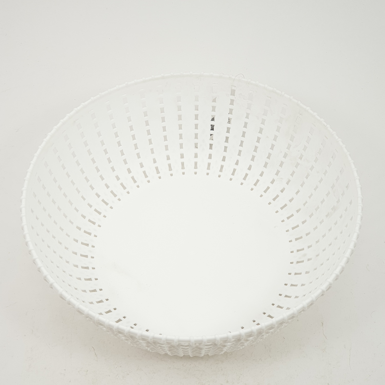 - ตะกร้าพลาสติกใส่ผลไม้ ขนาด 22.5x14x7.5ซม. EY012-WH สีขาว