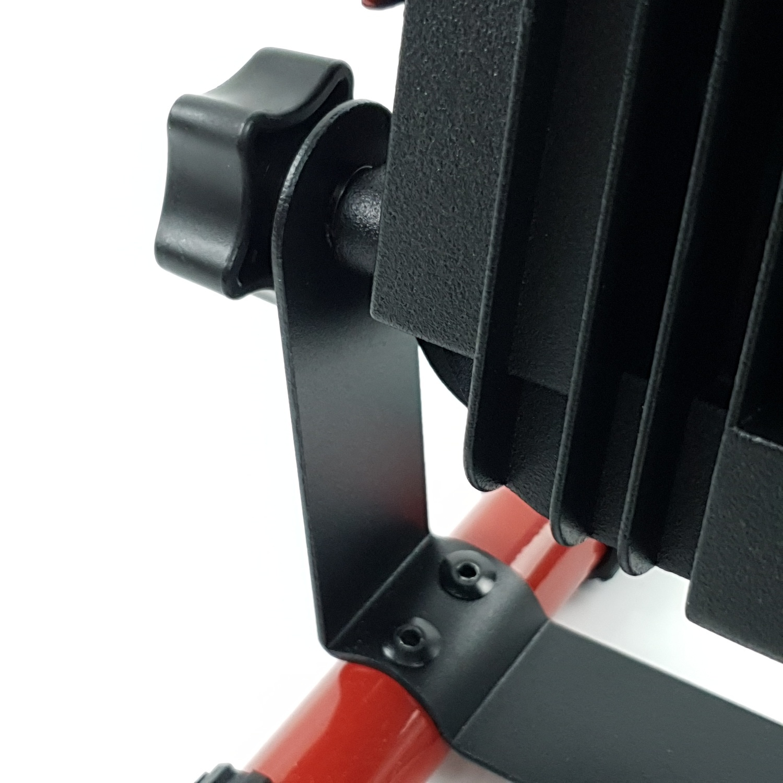 LUCECO โคมฟลัดไลท์แบบพกพา(มีสาย)8W LSW6BR2TH-GH สีแดง