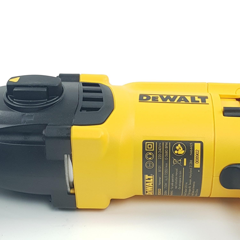 DeWALT สว่านโรตารี่ 3ระบบ 22mm. 710W  D25033KA-B1 สีเหลือง