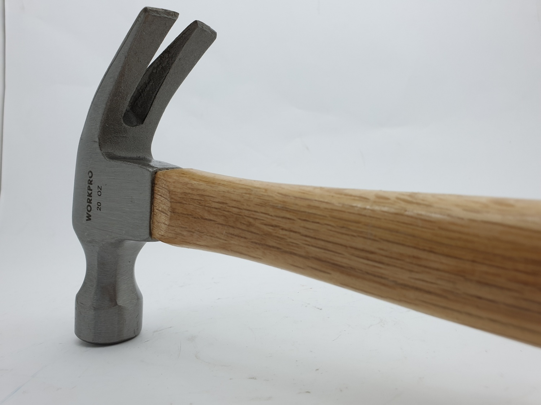 WORKPRO ค้อนหงอนด้ามไม้ ขนาด 20ออนซ์ W041008