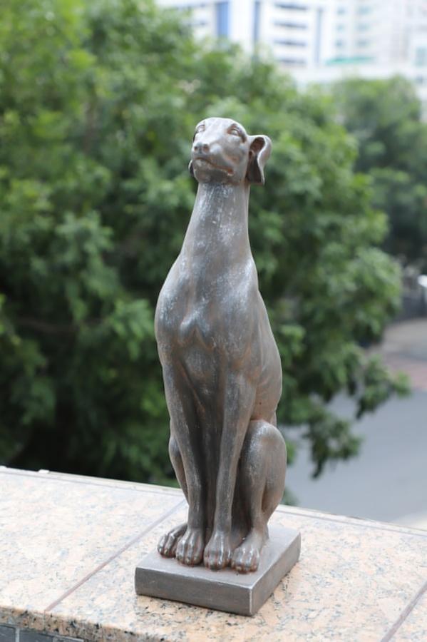 Tree O รูปปั้นตกแต่งสวนสุนัขเกรย์ฮาวด์ ขนาด 15x21x54 ซม. 4QY005