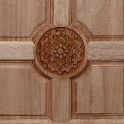 BEST ประตูไม้สยาแดงบานทึบลูกฟักแกะลาย ขนาด 90x200 ซม. GC-01