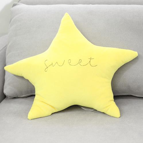 COZY หมอนอิงรูปดาว ขนาด 50x58 ซม. สีเหลือง