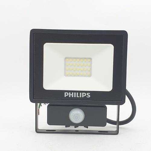 PHILIPS โคมแอลอีดีสปอร์ตไลท์ BVP150 พร้อมเซ็นเซอร์ 20วัตต์ 1700ลูเมน 6500K กระจายแสงแบบสมมาตร BVP150 LED17/CW 220-240V 20W SWB MDU CE สีดำ