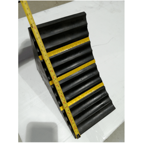 Protx ยางห้ามล้อแบบสามเหลี่ยม 25x15x19Cm.  สีดำ-เหลือง PQS-OBC-257  สีดำ